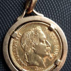 Pendentif avec pièce en or